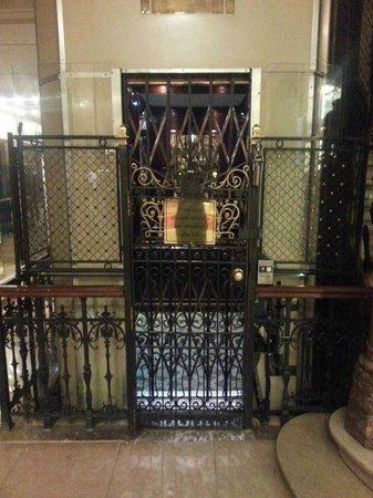 Hotel Metropole: Ascenseur