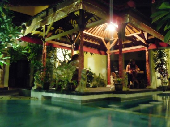 Hotel The Flora Kuta Bali: Chill area