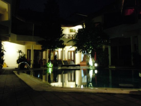 Hotel The Flora Kuta Bali: Quiet environment at night