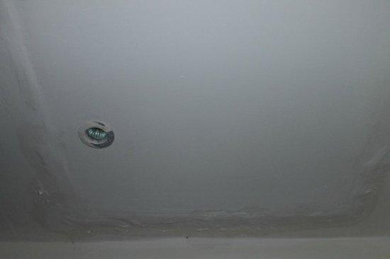 Q Signature Samui Beach Resort: Plafond salle de bain