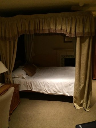 Sibson Inn Hotel: BED!!