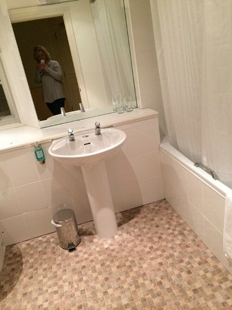 Sibson Inn Hotel: Bathroom