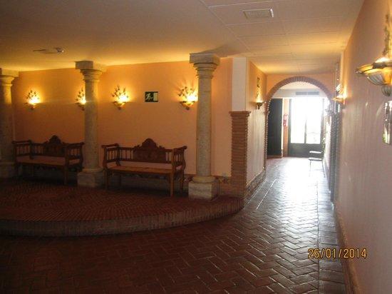 Hotel Balneario Cervantes: PASILLOS DE LAS HABITACIONES