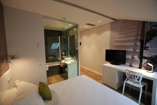 Andia Hotel Pamplona: Habitacion deluxe
