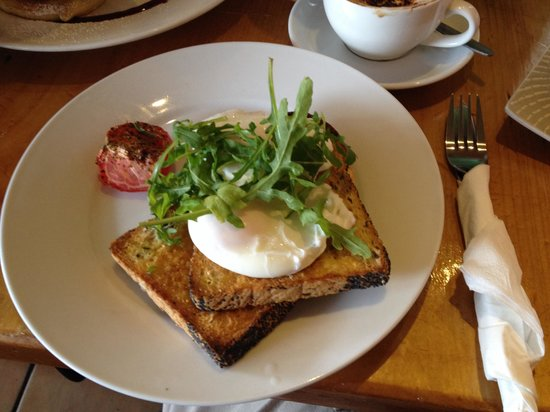 Twisted Sista : Poached Eggs on Toast