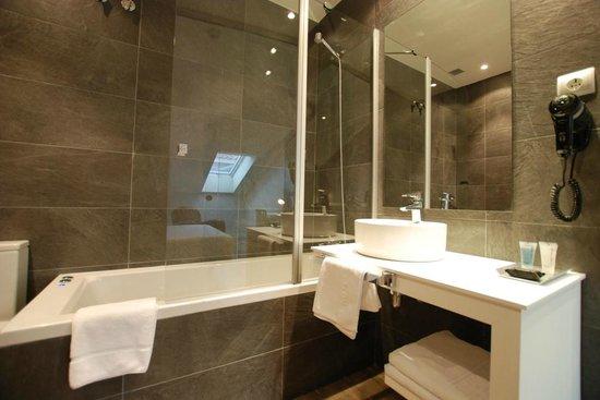 Andia Hotel Pamplona: Baño deluxe