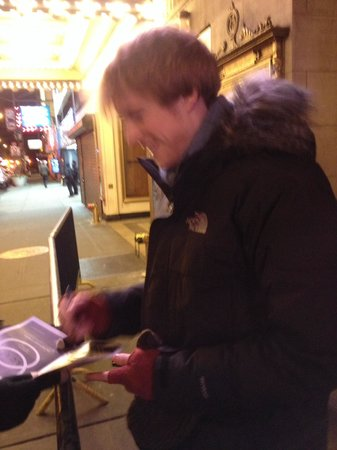 Pippin The Musical : Pippin signing Playbills to fans!!