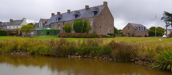 Hotel le Manoir Saint Michel : The hotel from the garden