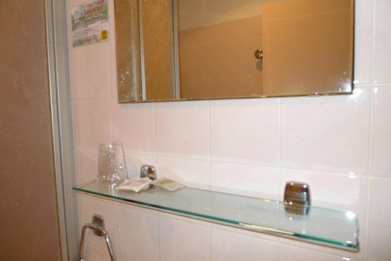 Logis Ardiden : Espejo del baño