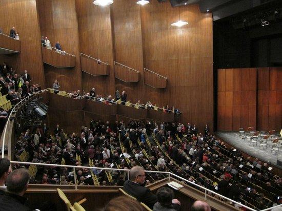 Deutsche Oper Berlin: es füllt sich