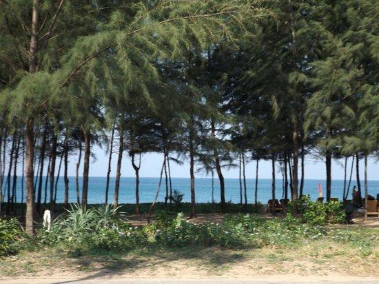 Grand West Sands Resort & Villas Phuket: View from Sunset Breeze Restaurant when having brekky