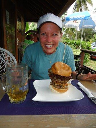 Fare La Canadienne : One big burger, one happy wife!