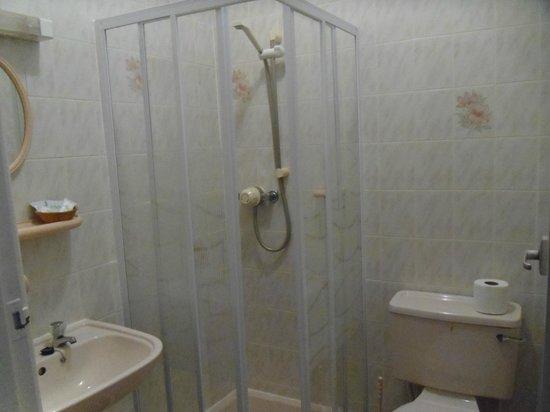 The Beaucliffe: bathroom