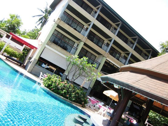 Peach Hill Hotel & Resort: Poolbaren