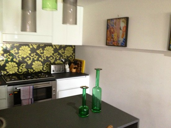 Butter Factory Apartments: Lovely Kitchen