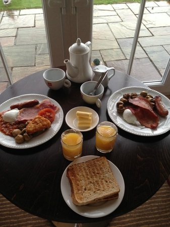 Formby Hall Golf Resort & Spa : Delicious breakfast from our room overlooking the golf course