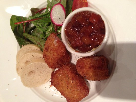 Formby Hall Golf Resort & Spa : Deep fried brie with chutney in L37