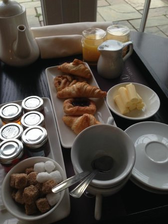 Formby Hall Golf Resort & Spa : Breakfast delivered to our room