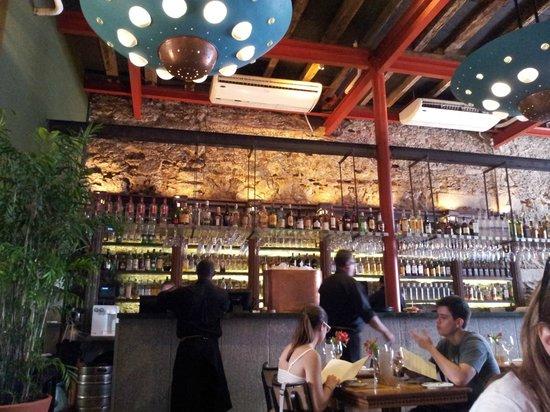 Cais: Bar