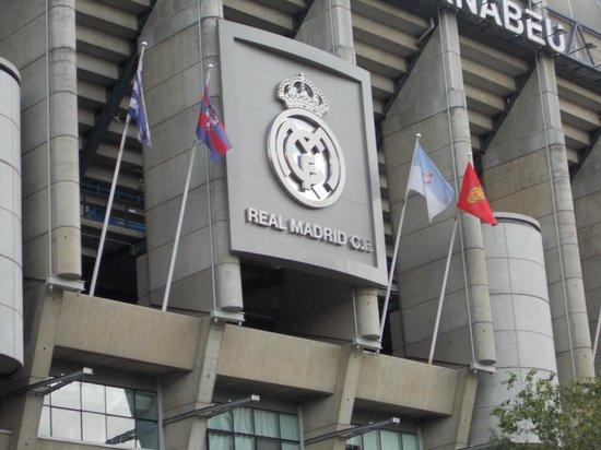 Estadio Santiago Bernabéu: outside