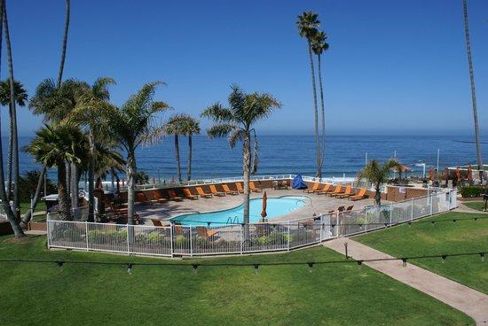 SeaCrest OceanFront Hotel: Der große Poolbereich