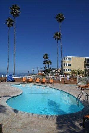 SeaCrest OceanFront Hotel: Blick über die Anlage