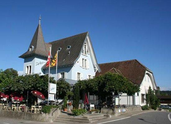 Erlach, سويسرا: Restaurant Du Port Erlach