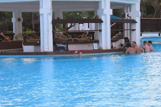Southern Palms Beach Resort: Swim Up Pool Bar