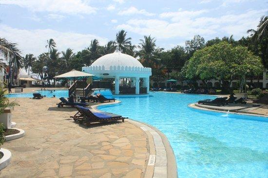 Southern Palms Beach Resort: Pool View