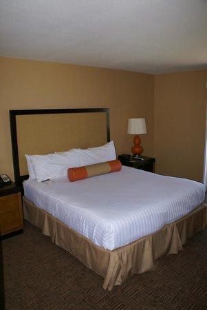 SeaCrest OceanFront Hotel : Gemütliches Kingsize-Bed