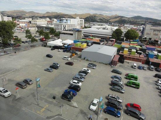Ibis Christchurch : 7階の部屋からの眺め、真下の空き地はだだっ広い駐車場
