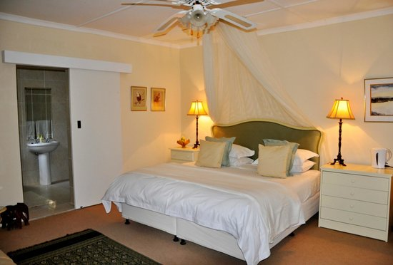 Umlambo B&B and River Camp: Rose Suite