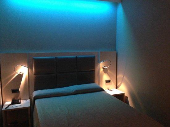 Hotel Comercio Barcelona: chambre