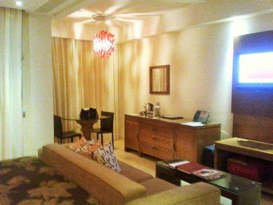 Gran Meliá Palacio de Isora Resort & Spa: Zona de estar de la habitación