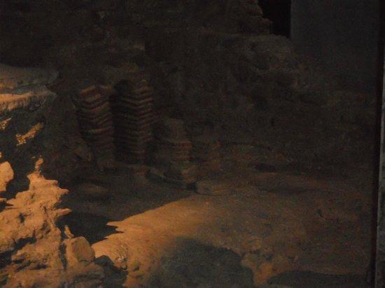 Crypte archéologique du parvis de Notre-Dame : Archeological Crypt: Gallo-Roman era bath house