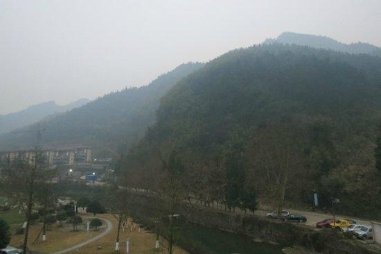 Simian Mountain: The western approach to Jinfoshan