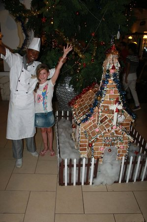 Southern Palms Beach Resort: Geoffresy and his Gingerbread Stable