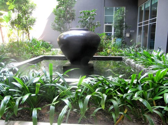 PARKROYAL Serviced Suites Kuala Lumpur: Outdoor Breakfast area