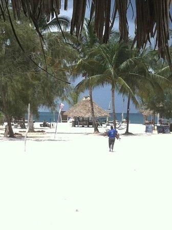 Kendwa Rocks Beach Hotel : Entrada a la playa desde el hotel