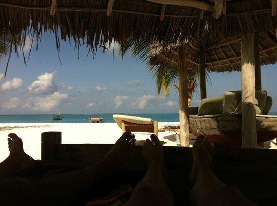 Kendwa Rocks Beach Hotel : Zona de hamacas en la playa
