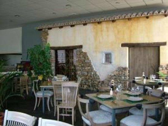 Hotel Puerta de la Serranía: decoracion comedor temática