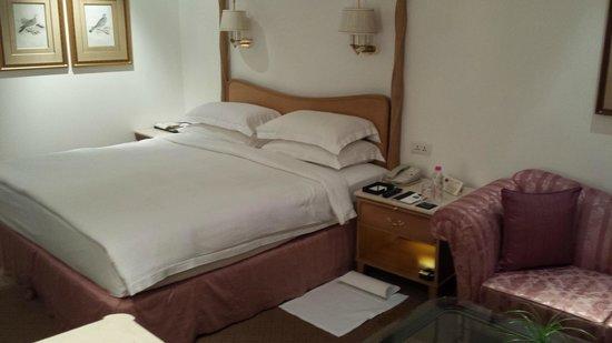 Taj Mahal Hotel : Bed turned down