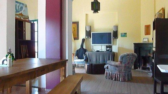 Hostel Pinamar: Comedor-Sala de estar