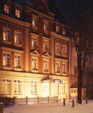 Hotel Burghof: Aussenansicht_3
