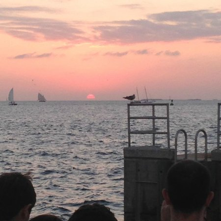 Pier House Resort & Spa : Just a short walk from Pier House to Mallory Square