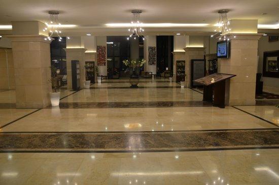 Holiday Inn Resort Dead Sea: Foyer
