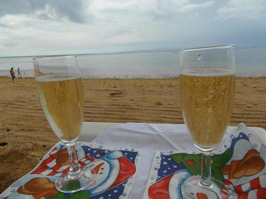 Grand Hyatt Bali : на пляже с шампанским