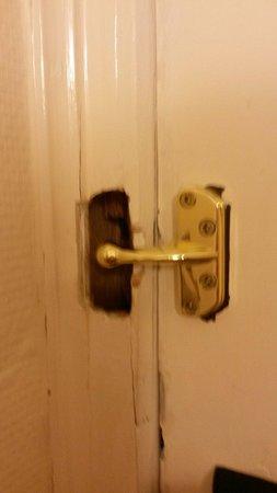 "Mercure Glasgow City Hotel : The ""removed"" door lock"