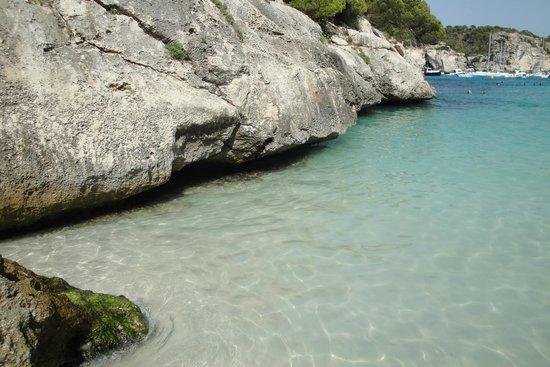 Cala Mitjana: Acqua chiara