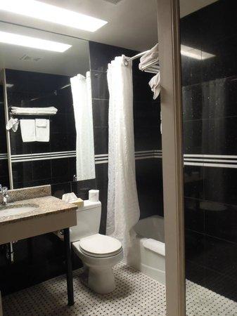The Hotel 91: Bathroom